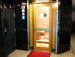 「ステーキ石田」店入り口